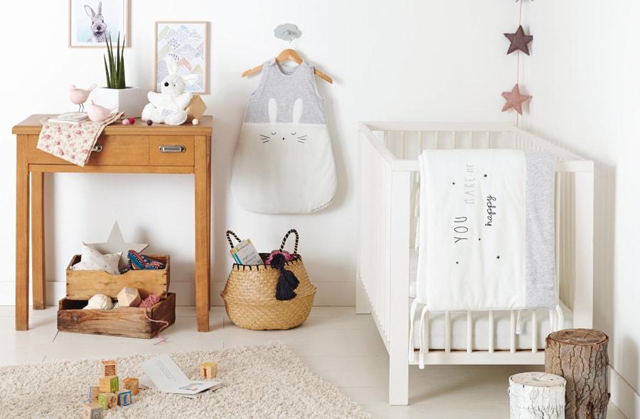chambre bebe theme nuage excellent alternative aux rideaux dans une chambre de bb thme ourson. Black Bedroom Furniture Sets. Home Design Ideas